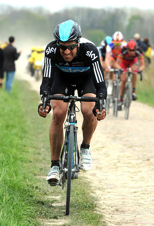 Flecha has launched another counter-attack at Mons-en-Pevele - Boonen's lead is holding at 30-seconds..!