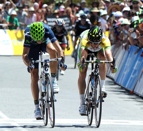 Alejandro Valverde just beats Simon Gerrans to win stage five on Old Willunga Hill...