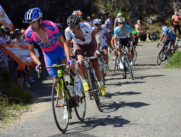 Michele Scarponi has exploded the escape on the big mountain-climb...
