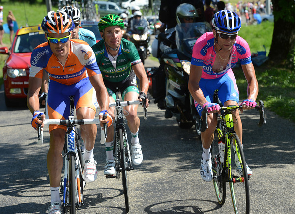 Four men lead with 25-kilomerres to go - Scarponi, Sanchez, Devenyns and Voeckler..
