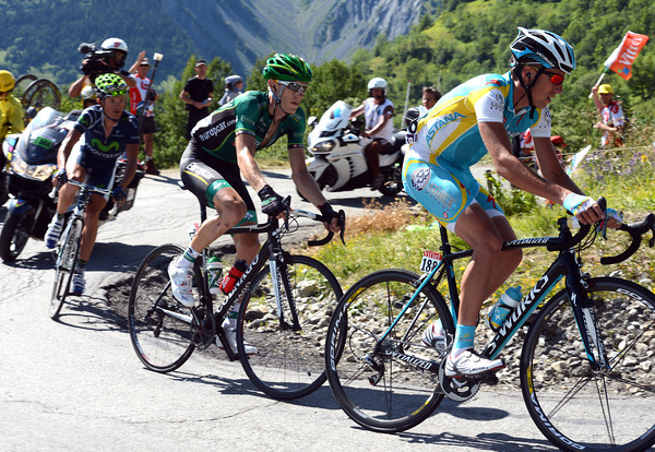 Kiserlovski, Rolland and Kiryienka are all that's left of the escape on the Col de Mollard...