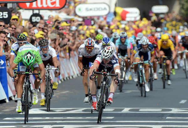 There's a sprint-royale going on between Greipel and Sagan..!