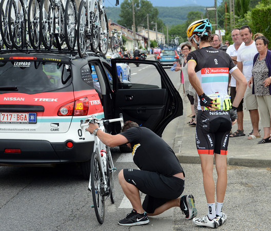 Frank Schleck needs his bike fixed, but there's no rush with the escape ten-minutes in front...