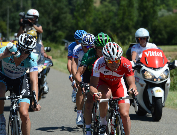 Samuel Dumoulin leads the day's successful escape - they'll gain over 15 minutes on the peloton..!