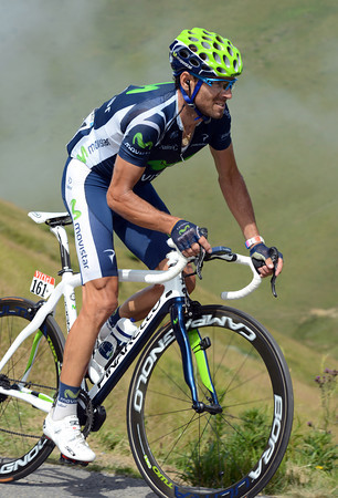 Valverde has attacked from the escape and climbs towards the summit of the Port de Bales with a one-minute lead...