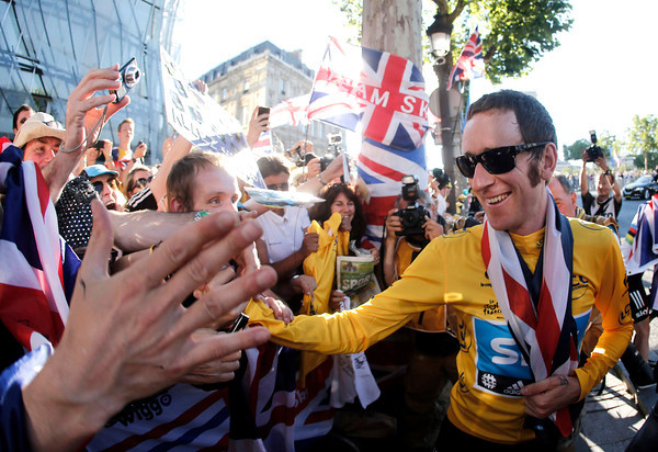 "Bradley Wiggins mingles with the British fans along the circuit - ""see you all in London, then..?!"""