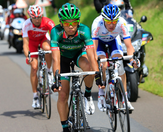Arashiro leads the escape into the last 50-kilometres of the stage with a five-minute lead...