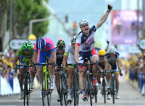 Andre Greipel wins stage four ahead of Petacchi and Veelers with Sagan fifth...