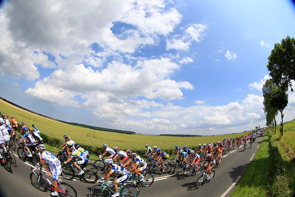The peloton races out into the Normandie countryside...