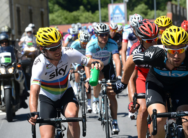 It's something of a a role-reversal as Cavendish gives a bottle to Eisel at the very front of the peloton..!