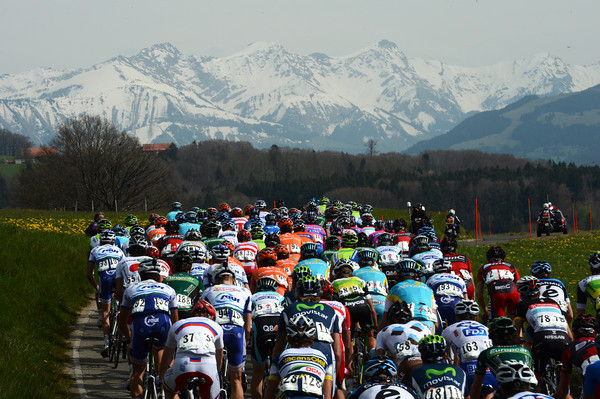 The peloton climbs gently towards a beautiful Bernese Oberland horizon...