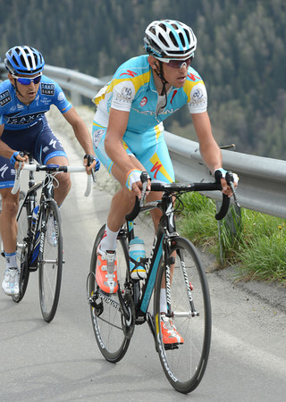 Roman Kreuziger is coming across as well - but they'll all be caught on the descent to Sion...