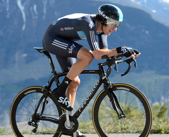 "Bradley Wiggins overcame mechanical trouble to win today's final stage in a time of 28' 56""..."