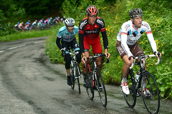Martin Elmiger and Greg Van Avermaet have gone after Cataldo and are now chasing Nordhaug...