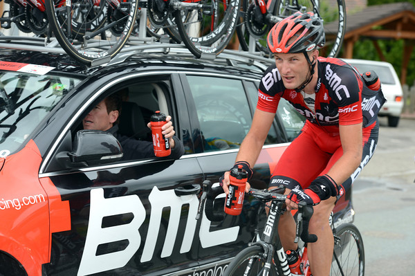 Steve Cummings collects red bottles for the BMC team...