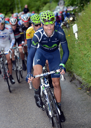Alejandro Valverde is chasing like crazy for Rui Costa...