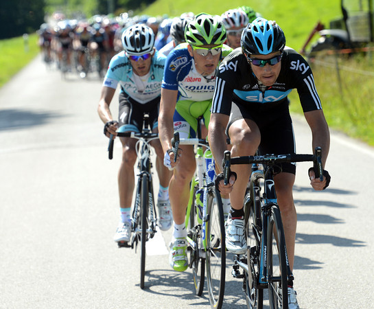 Xavier Zandio starts the serious chasing for Team Sky with 35-kilometres to go...