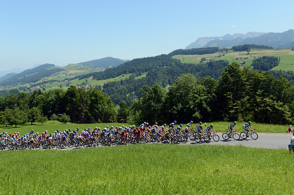 Movistar is leading a very sedate peloton at the moment...