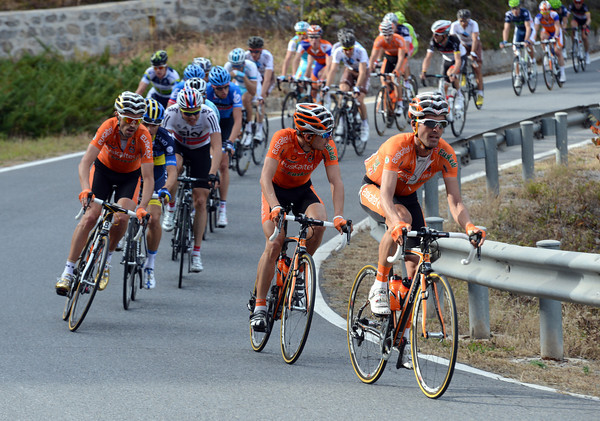Euskatel has attacked at the start of the 1st category climb, splitting the peloton into six or seven groups...