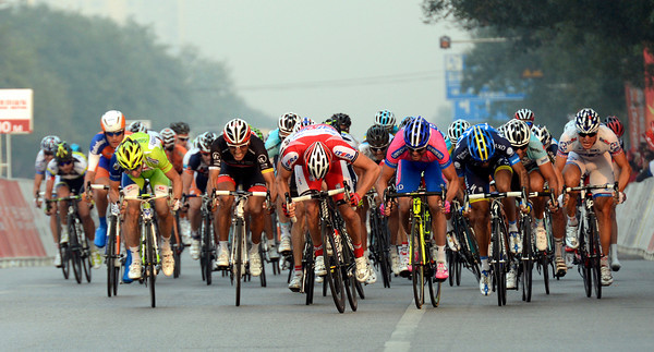 There's a red Katusha jersey at the head of the sprinting peloton - who can that be..?