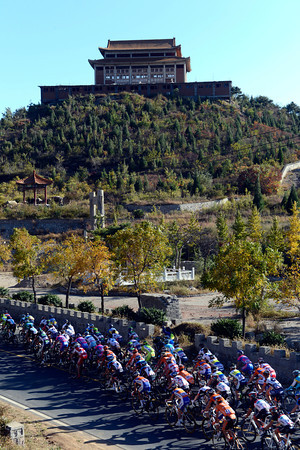 The peloton passes a temple high above them, but their eyes are firmly on the battle ahead...