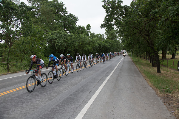 The peloton looks like it is speeding along, but the pace is leisurely; they'll let the break exceed an eleven minute lead.