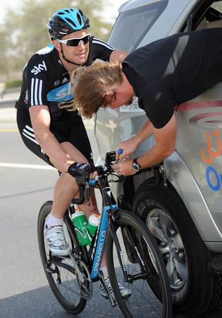 Ian Stannard is getting his bike tuned on the move today, what a lucky boy..!