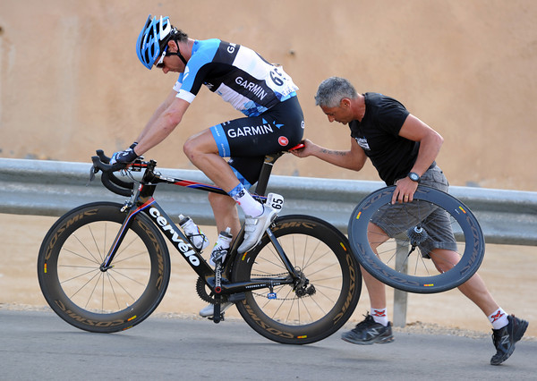 David Millar needs more than a race-radio - and his mechanic obliges..!