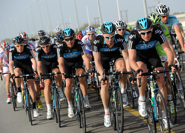 Team Sky impose themselves in the last 20-kilometres, and Stannard is still on the front..!