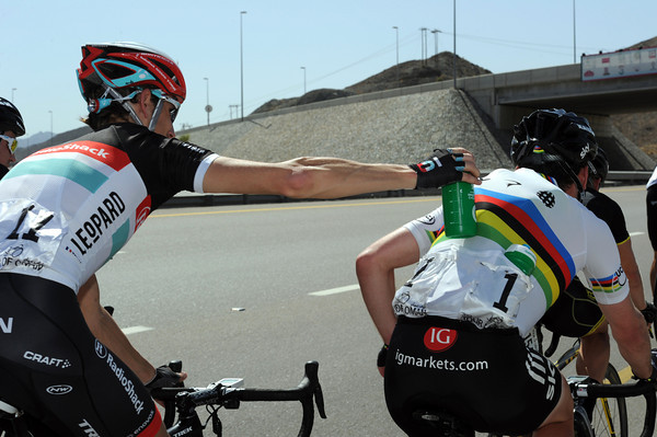 What! Is Andy Schleck stealing one of Cav's precious bottles..? No, he's passing it over a few shoulders to another Team Sky rider...