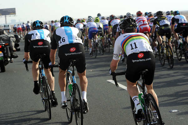 Cavendish is being taken up towards the front by Eisel and Hunt now - maybe he's not so ill..?