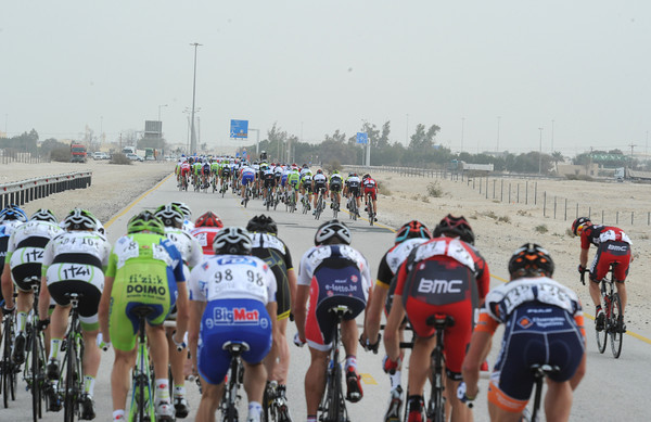 The peloton is in three clear pieces - and Taylor Phinney has chosen a bad time to get a flat tyre..!