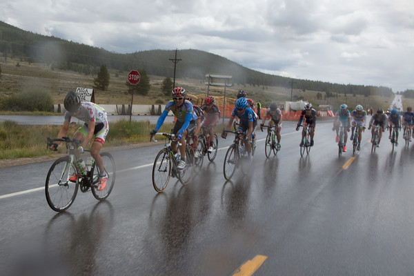 The chase seem to be easing up - the rain has taken some of the fight out of the group, the peloton is in sight behind, but what is the situation up front?