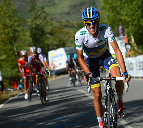 Contador attacks again, and he's pulling away this time..!