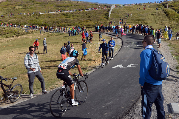 Richie Porte starts the final, for him lonely, kick to the summit...