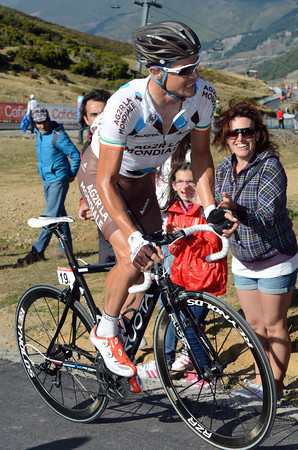 "Nicolas Roche has had a very bad day, losing 6'58"" on the stage - but he'll probably end this Vuelta in 10th overall..."
