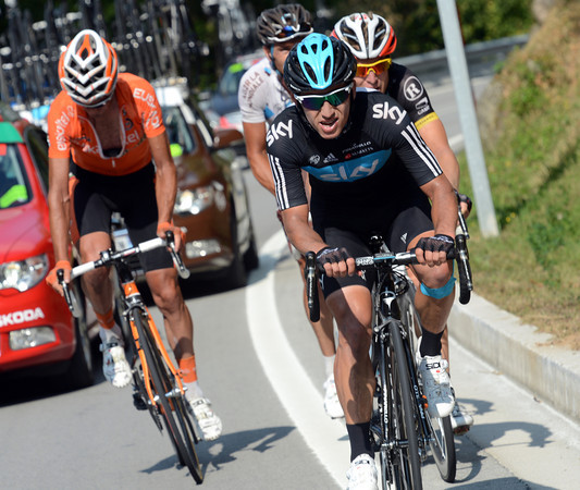 Sergio Henao is chasing Contador with Bakelandts, Nocentini and Verdugo with him...