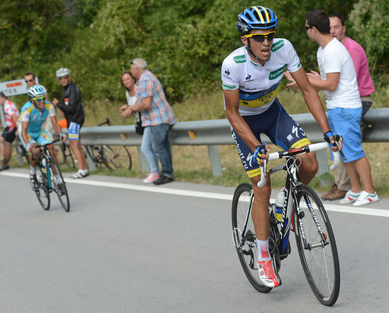 Contador attacks Tiralongo and sets off for the finish with almost 20-kilometres to go..!