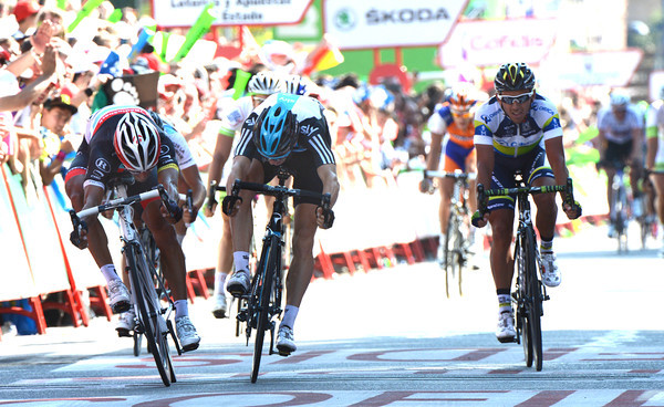 Daniele Bennati wins stage eighteen by a few centimetres from Ben Swift - Allan Davis takes third-place...
