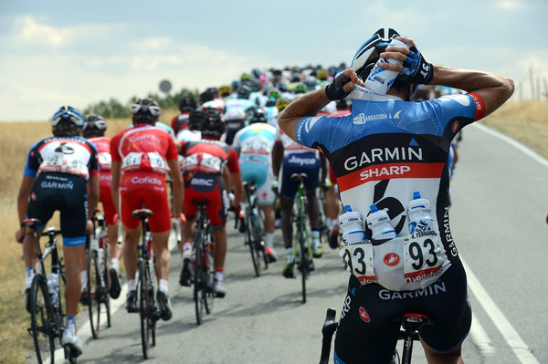 Once he's filled-up, Koldo Fernandez will pass on some of his drinks to his Garmin teamates...