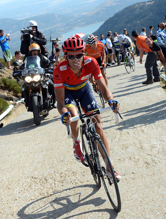 Contador cannot or has not reacted to Rodrigiez - he's suffering but has left Valverde behind...