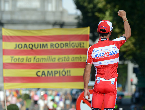 Joachim Rodriguez cheers his fans before the final podium - the little climber even lost the combination jersey to Valverde on the last lap..!