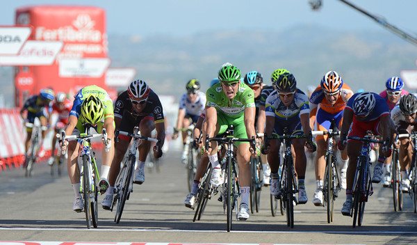John Degenkolb beats off Elia Viviani to win on the automobile circuit of Aragon..!
