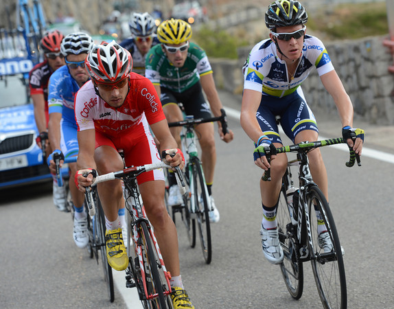 A six-man escape is finally let free after 75-kilometres - Buffaz and Meyer lead the way..!