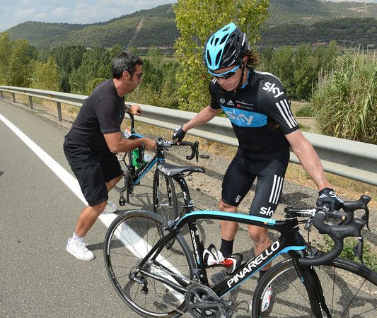 No, Uran is making a slightly unorthodox bike change on the wrong side of the road..
