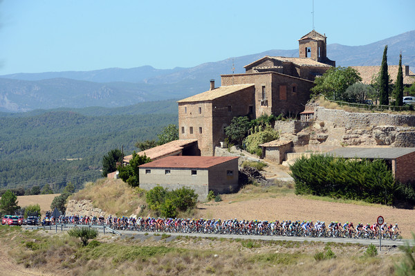 The peloton is still sightseeing on its tour of the spectacular region - but the gap is only four minutes now...