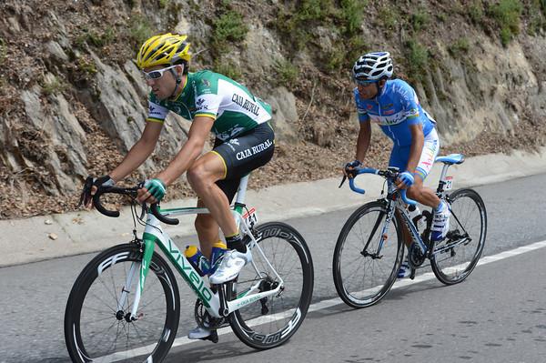 Aramendia and Palomares are still ahead with 40-kilometres to go...