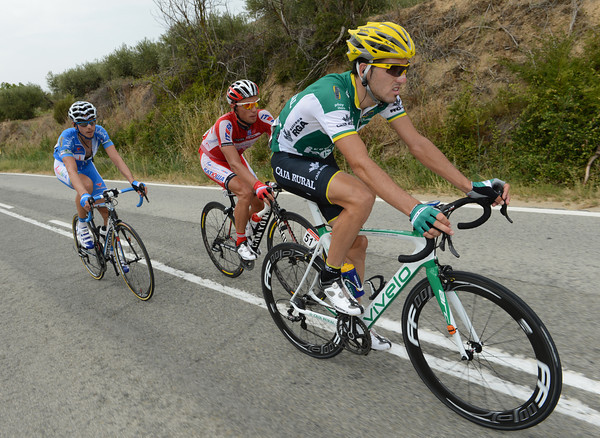Aramendia ploughs on in the escape with Terpstra dropping back and enabling them to ride away for some TV coverage...