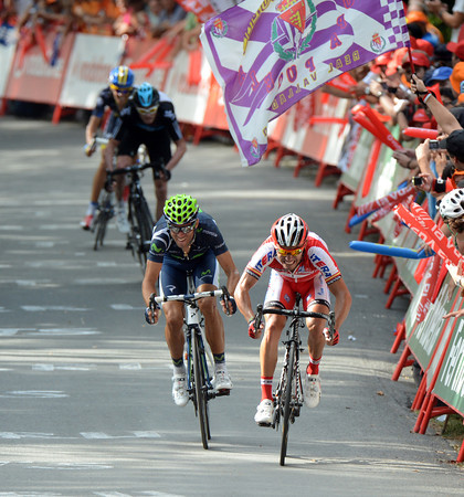 Valverde and Rodriguez sprint for the stage-win - and it's a downhill finish..!