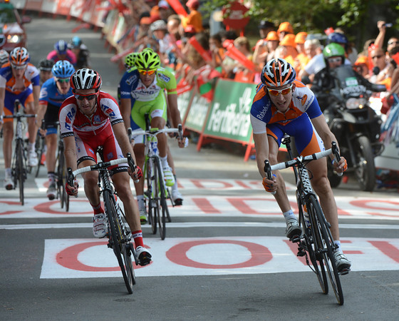 Bauke Mollema and Daniel Moreno lead home a group for 5th-6th places that also contains Andrew Talansky...